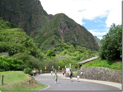 Walking to the Iao Valley